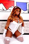 travesti Larissa Close
